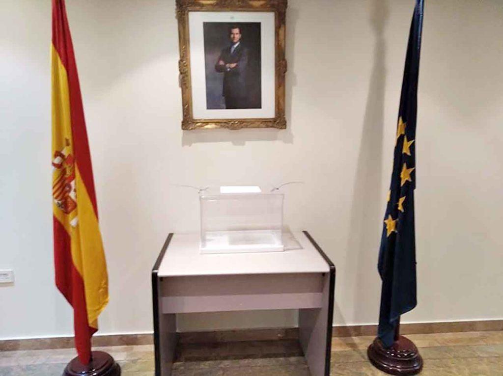 Urna vacía en el Consulado de Caracas.