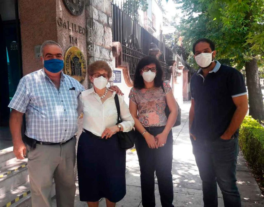 Una familia originaria de Pontevedra acudió a votar al Consulado en México.