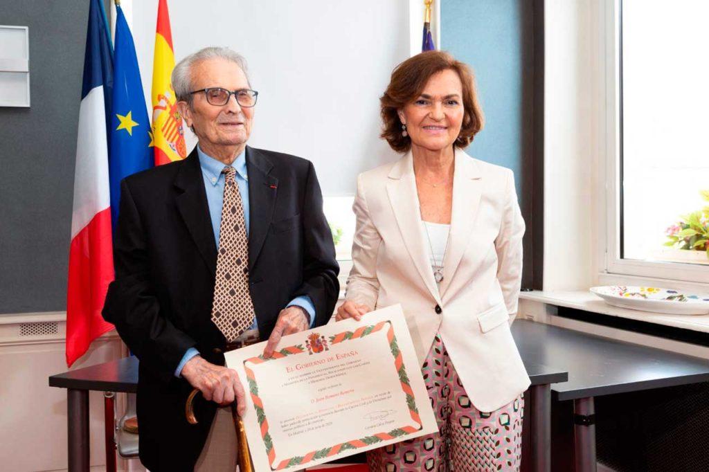 La vicepresidenta primera del Gobierno, Carmen Calvo, con Juan Romero Romero, el último español superviviente del campo de concentración de Mauthausen.