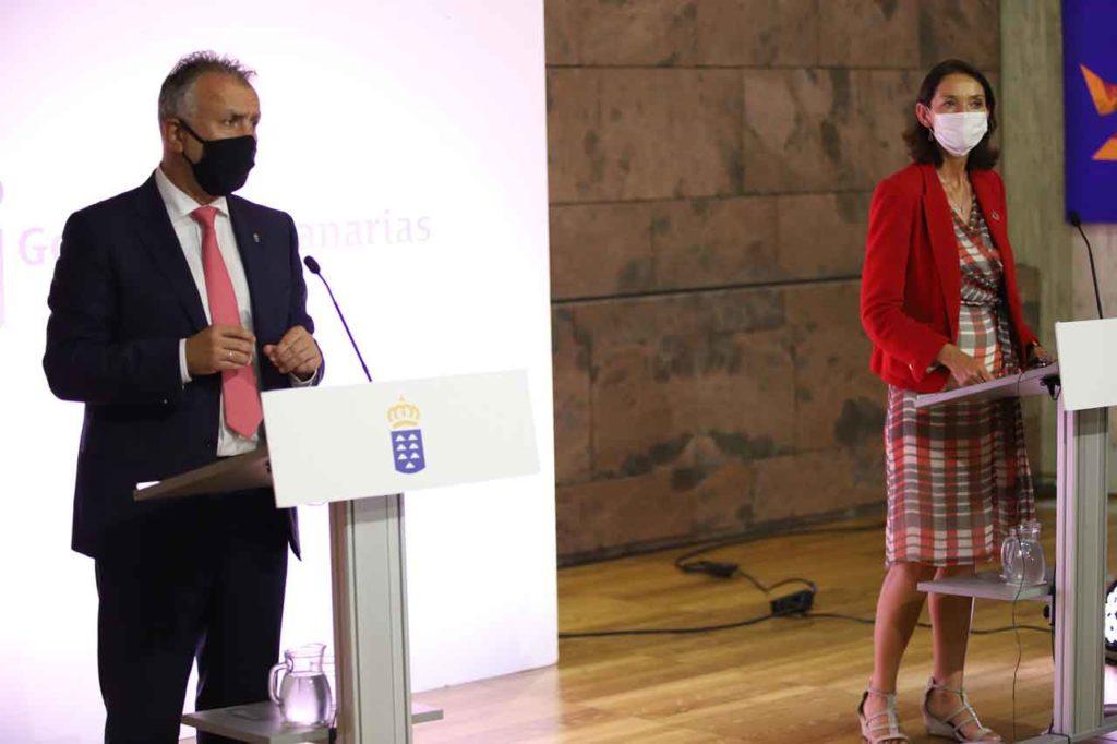 El presidente de Canarias, Ángel Víctor Torres, y la ministra de Industria, Comercio y Turismo, Reyes Maroto, comparecieron en la sede de Presidencia de Santa Cruz de Tenerife tras su reunión.