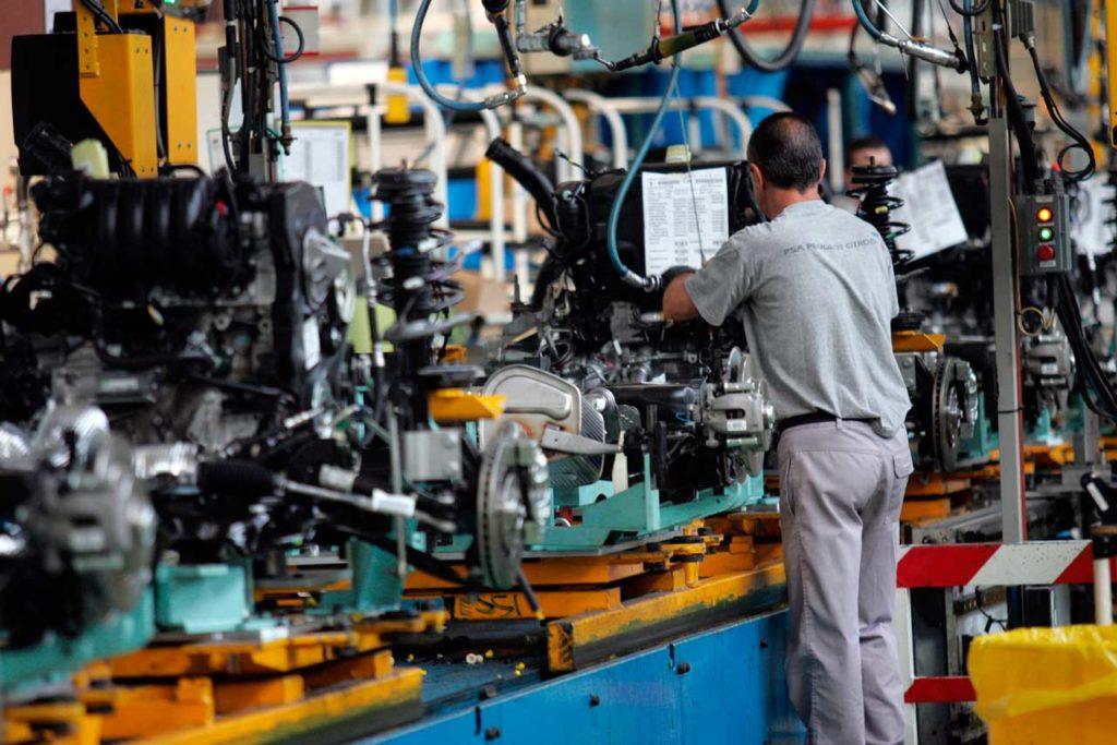La fábrica de PSA en Vigo creará 600 empleos con un cuarto turno para el Peugeot 2008.