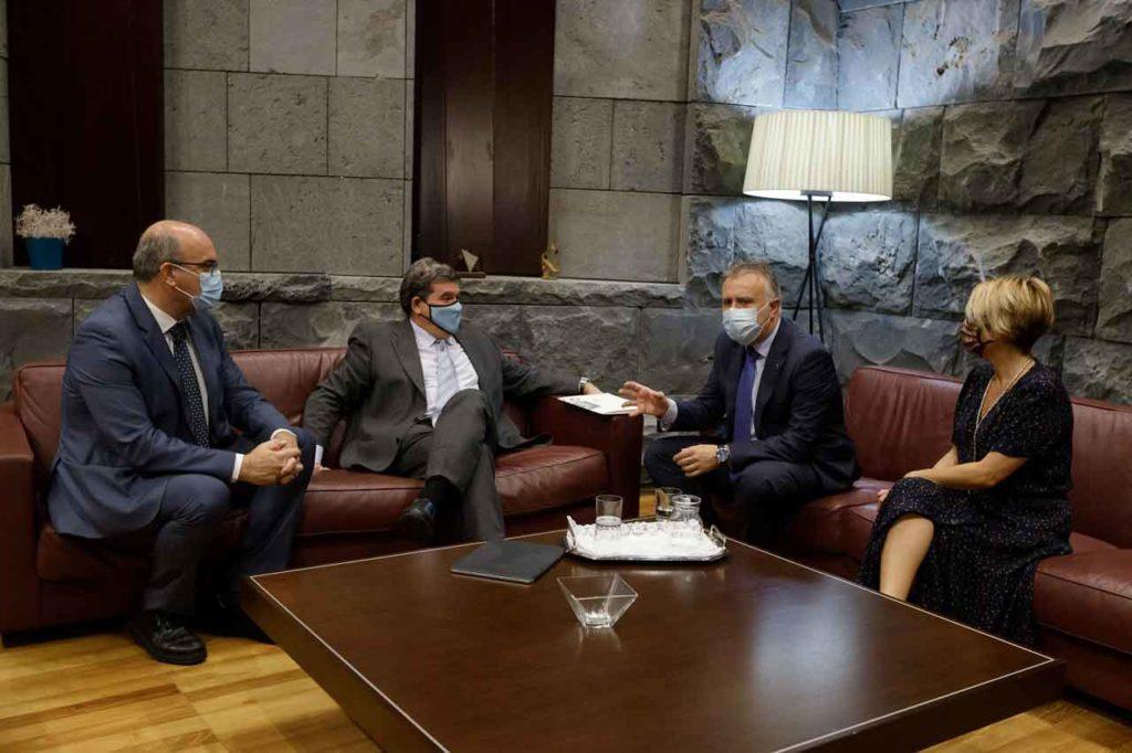 El presidente de Canarias, Ángel Víctor Torres, se reunió con el ministro Escrivá.