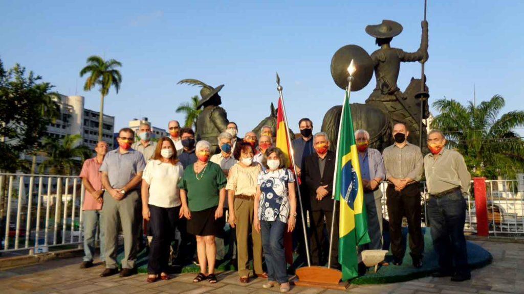 Asistentes al acto en el Centro Español de Santos.