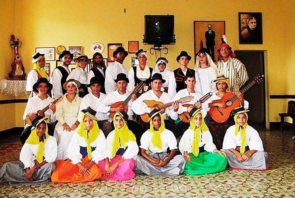 Grupo de música y danza 'Rumores del Teide' de la Asociación Canaria de Villa Clara.
