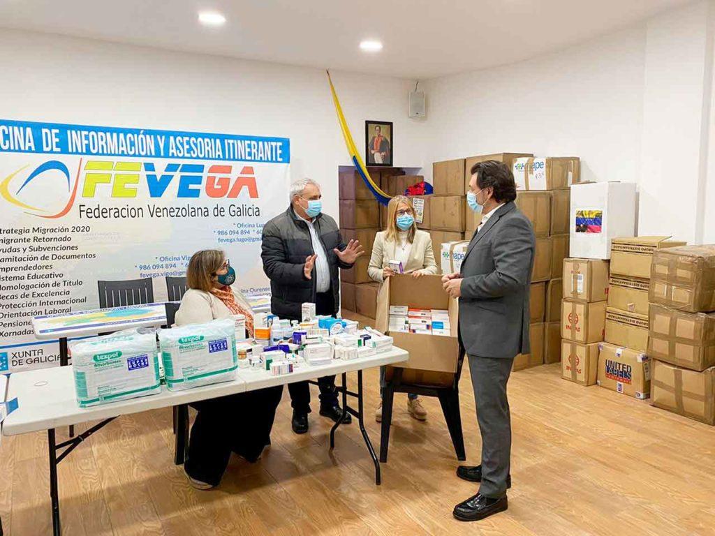 Antonio Rodríguez Miranda charlando con los directivos de Fevega.