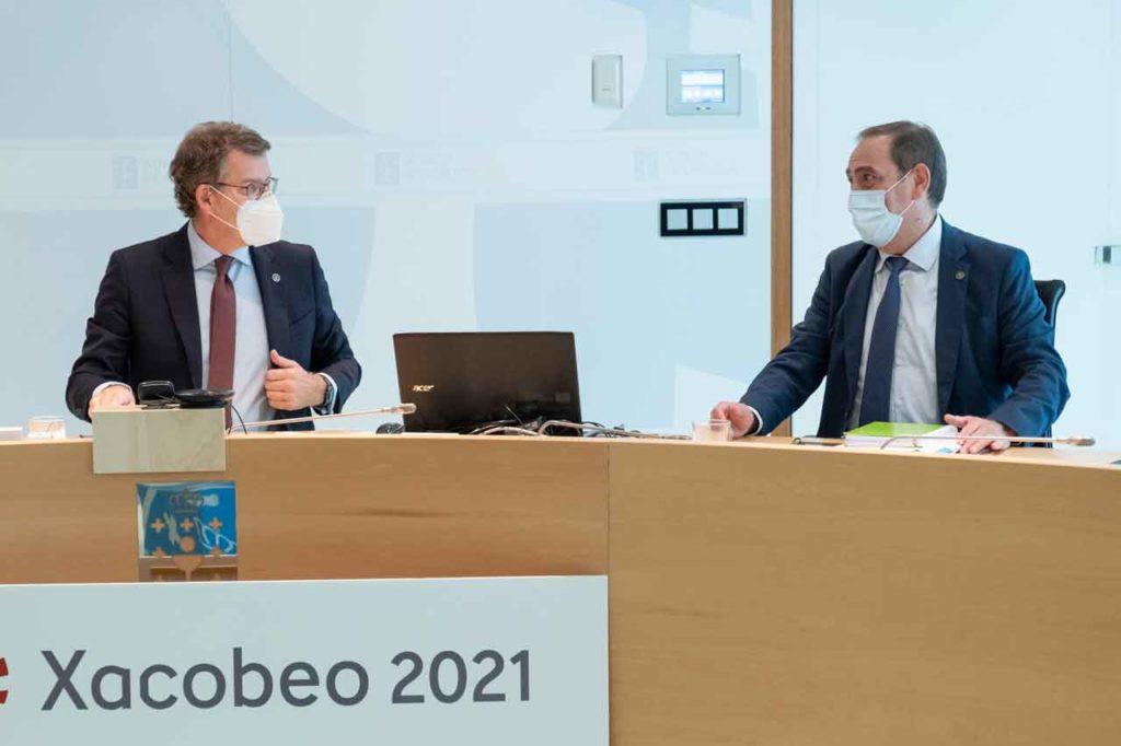 Alberto Núñez Feijóo y Valeriano Martínez en el Consello que aprobó el techo de gasto.
