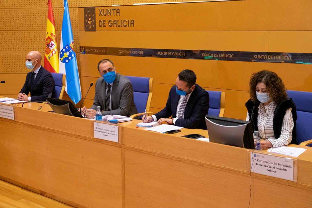 García Comesaña (2º por izq.) con José Flores, Alberto Fuentes y Carmen Durán.