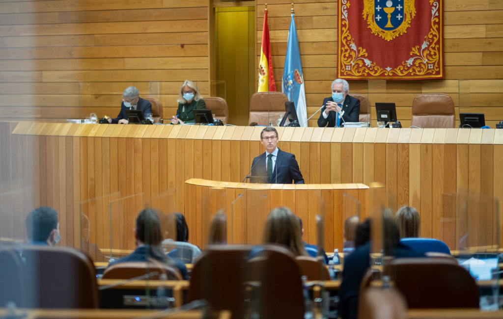 El presidente de la Xunta de Galicia, Alberto Núñez Feijóo, compareció en el Parlamento para abordar las medidas que se están adoptando frente a la segunda ola de la Covid-19.