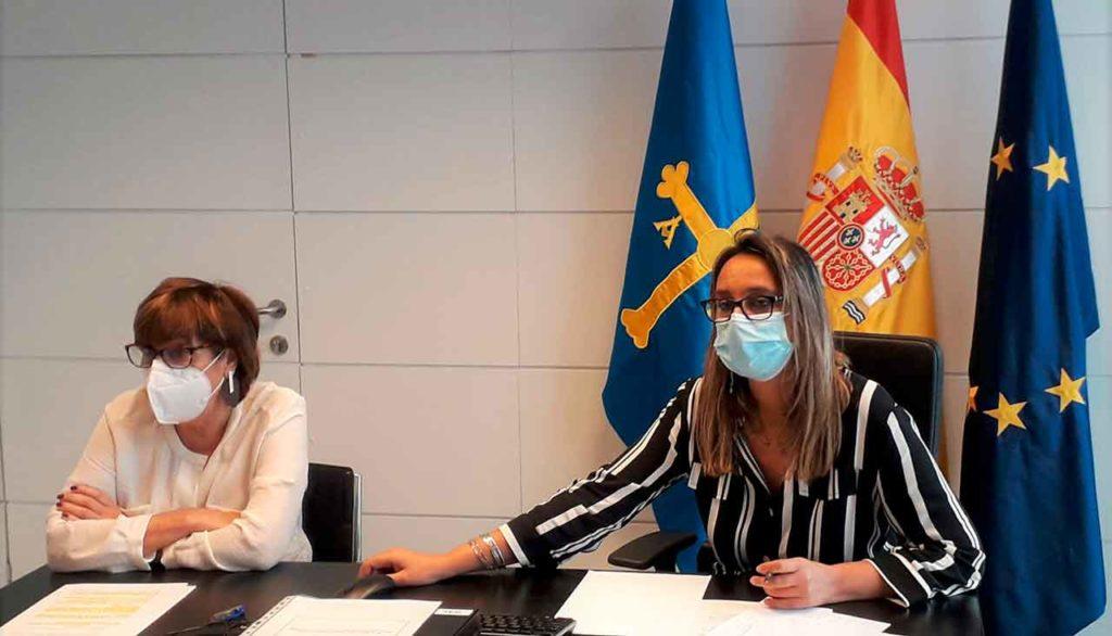 Rita Camblor, derecha, junto a Begoña Serrano en la reunión de elaboración del V Plan Integral de Emigración 2021-2024.
