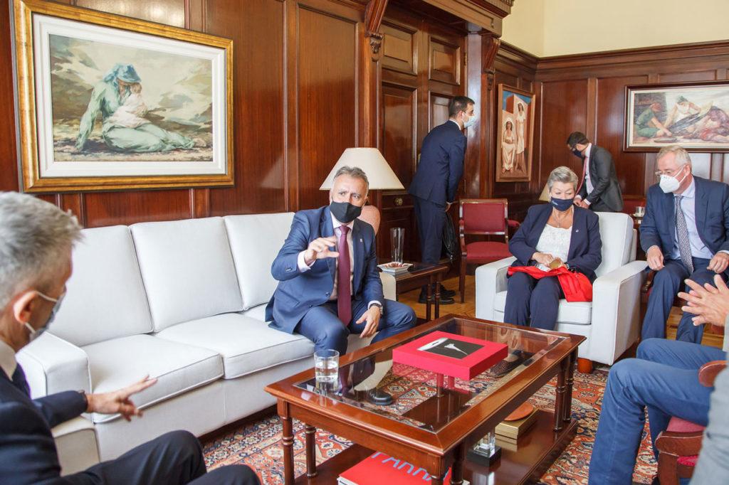 Ángel Víctor Torres se reunió con el ministro Grande-Marlaska y la comisaria Ylva Johanson.