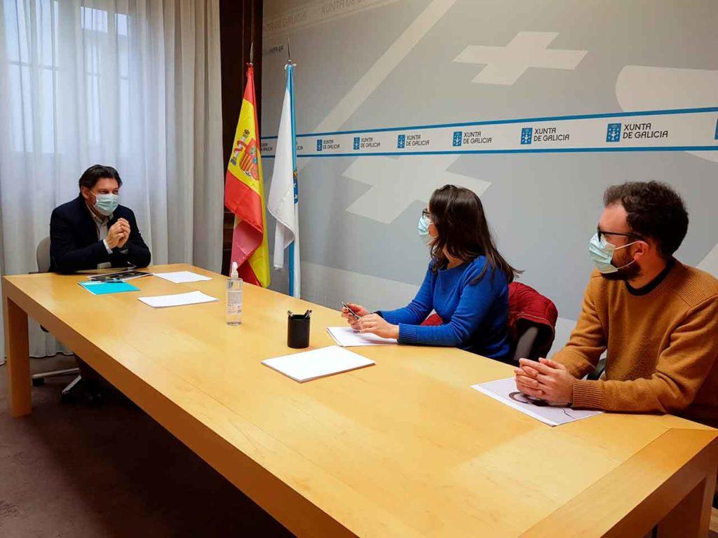 Imagen de la reunión celebrada en la sede de la Secretaría Xeral da Emigración en Compostela.