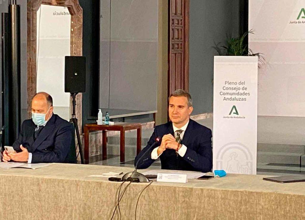 El director general de Relaciones con los Andaluces en el Exterior, Amós García, y a su derecha Juan Alonso García.
