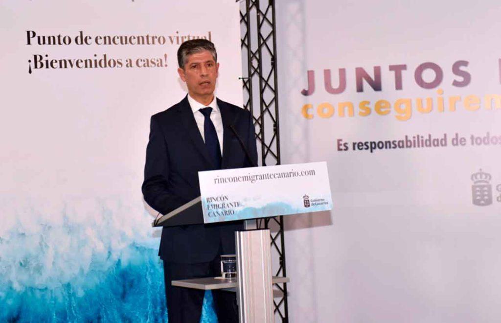 El director general de Emigración, Manuel Rodríguez Santana.