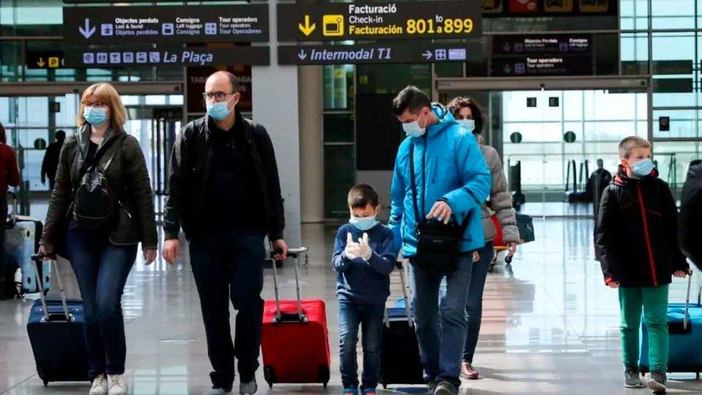 Viajeros en una aeropuerto.