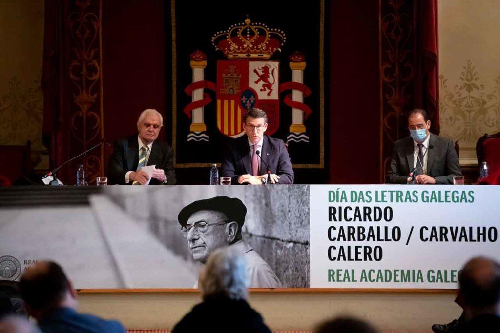 Víctor Freixanes y Alberto Núñez Feijóo en el acto oficial por el Día das Letras Galegas.
