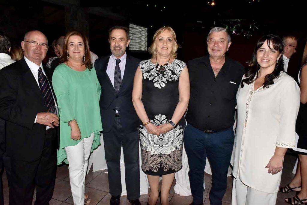 Charo Gil en el centro durante la celebración del 30 aniversario de AEGU.