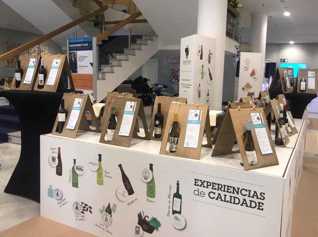 Stand promocional de los vinos gallegos con presencia de las cinco denominaciones de origen.