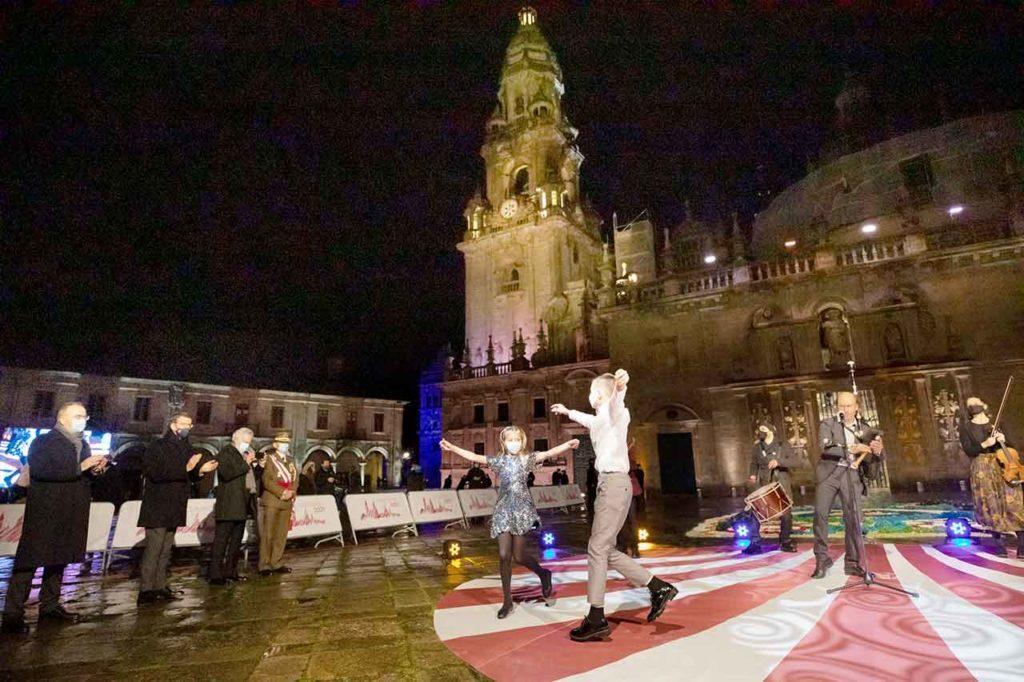 Un momento del espectáculo musical ofrecido por Carlos Núñez con motivo de la apertura de la Puerta Santa en la Catedral de Santiago y el inicio del Año Santo Xacobeo 2021-2022.