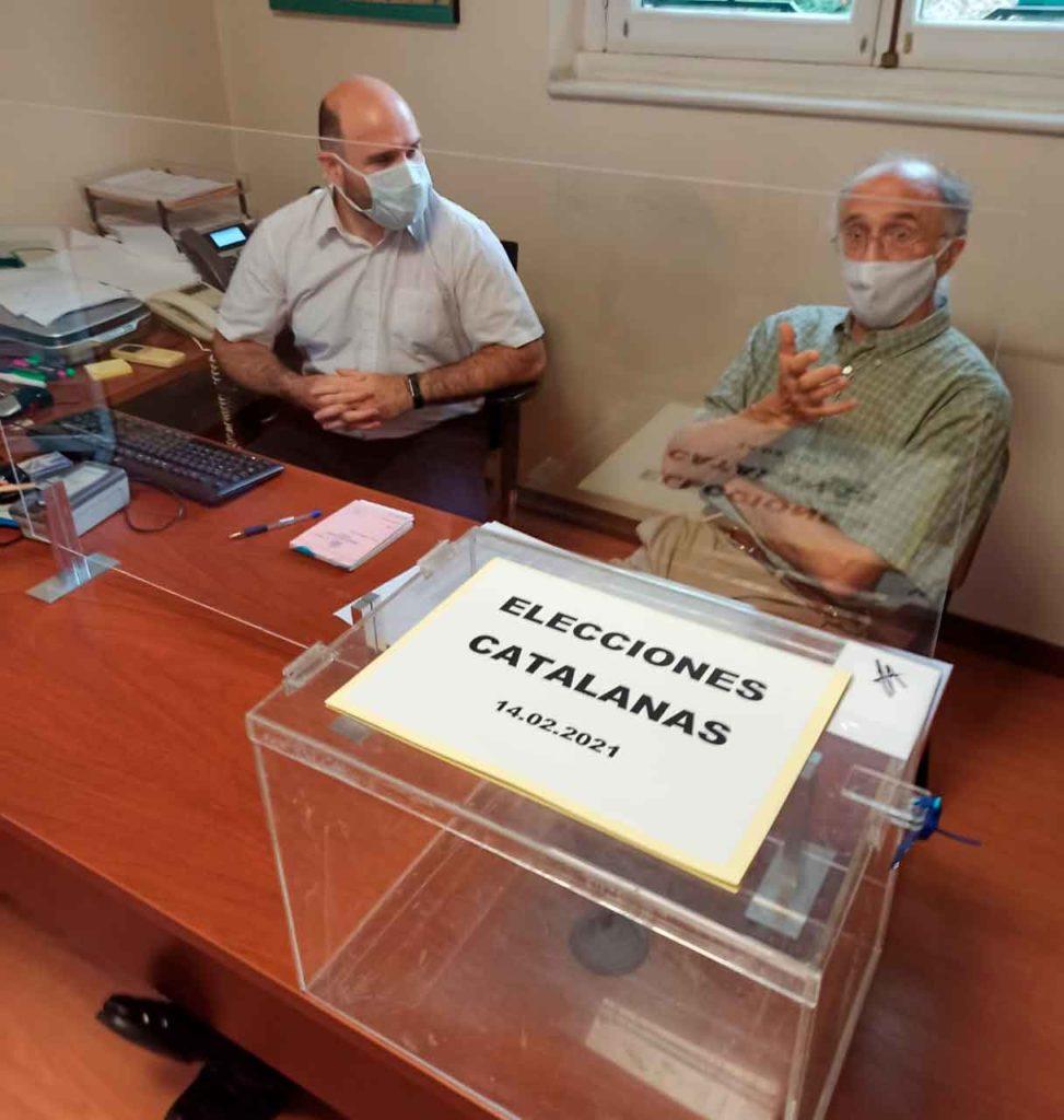 Urna instalada en el Consulado de España de Montevideo.