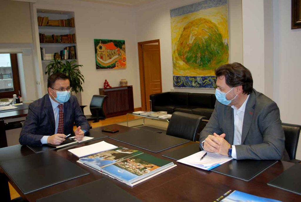 José González y Antonio Rodríguez Miranda en un momento de la reunión.