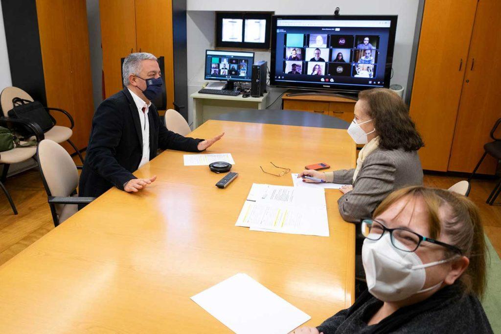 Valentín García, durante la reunión de trabajo mediante videoconferencia.