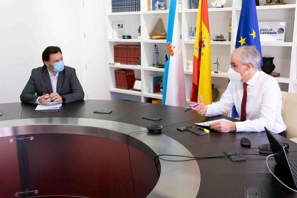 Antonio Rodríguez Miranda y Francisco Conde en un momento de la reunión.