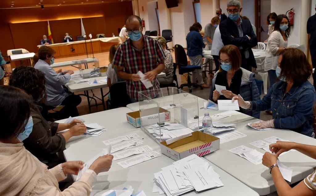 Imagen de archivo del escrutinio del voto exterior en las elecciones gallegas de julio de 2020.