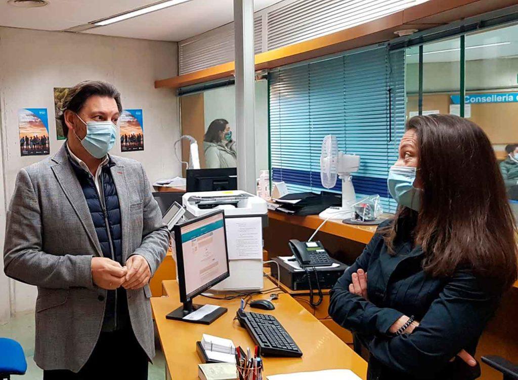 Imagen de la visita de Rodríguez Miranda a la Oficina Integral de Asesoramiento y Seguimiento al Retorno en Lugo.