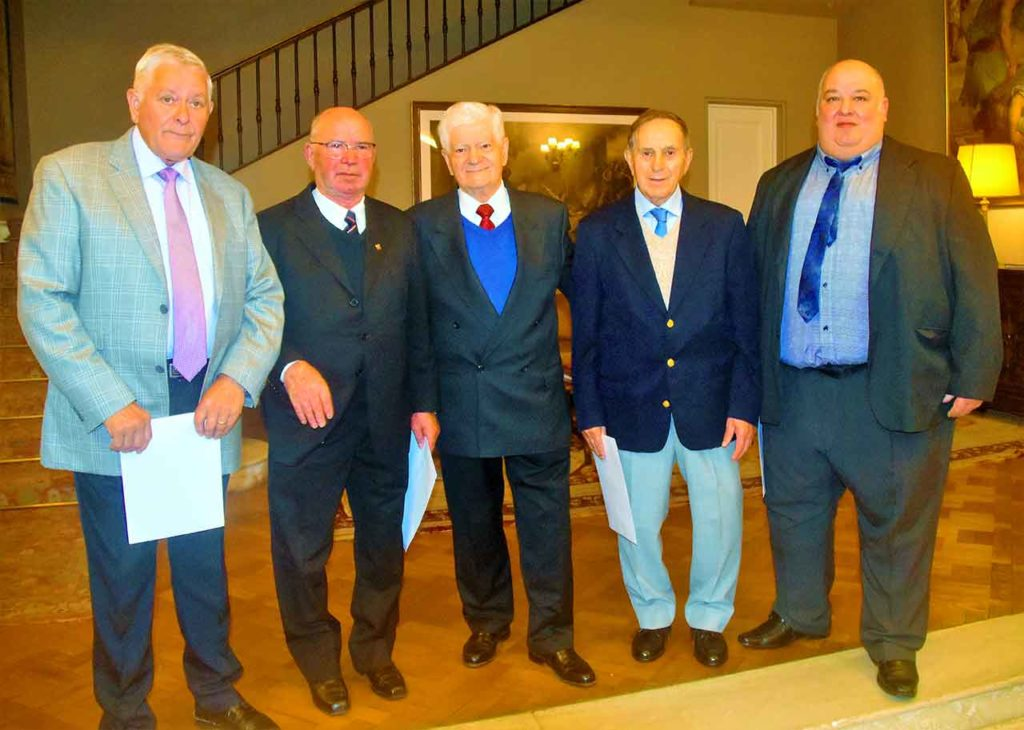 Pepe González, segundo por la derecha, con otros miembros del primer CRE de Montevideo.