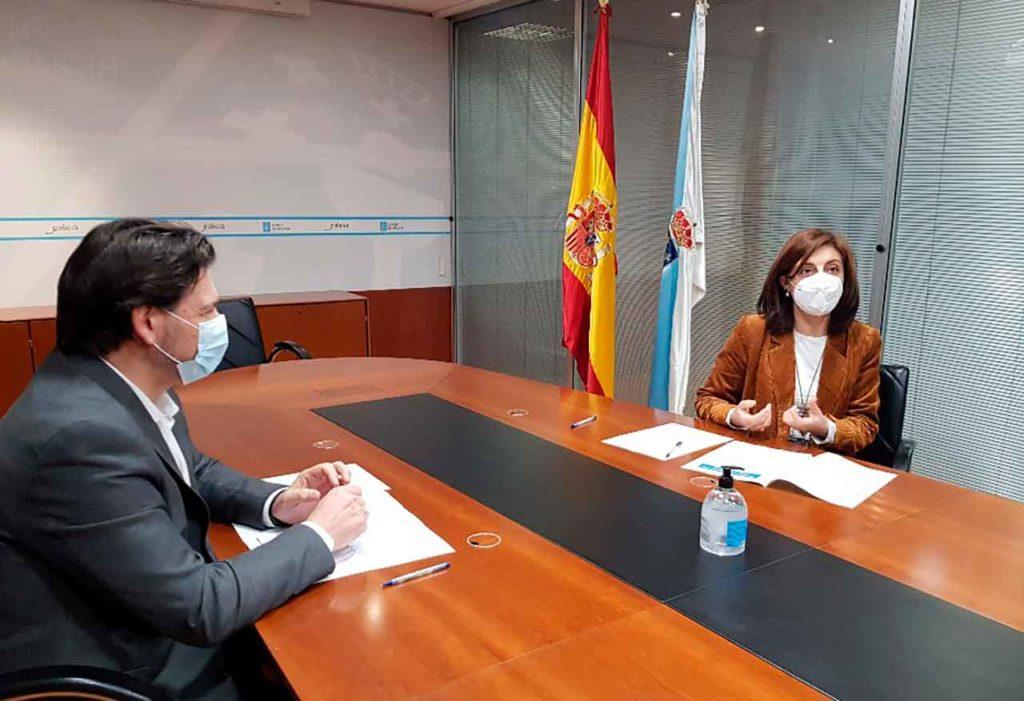 Miranda y Vázquez durante la reunión de trabajo que tuvo lugar en Santiago.