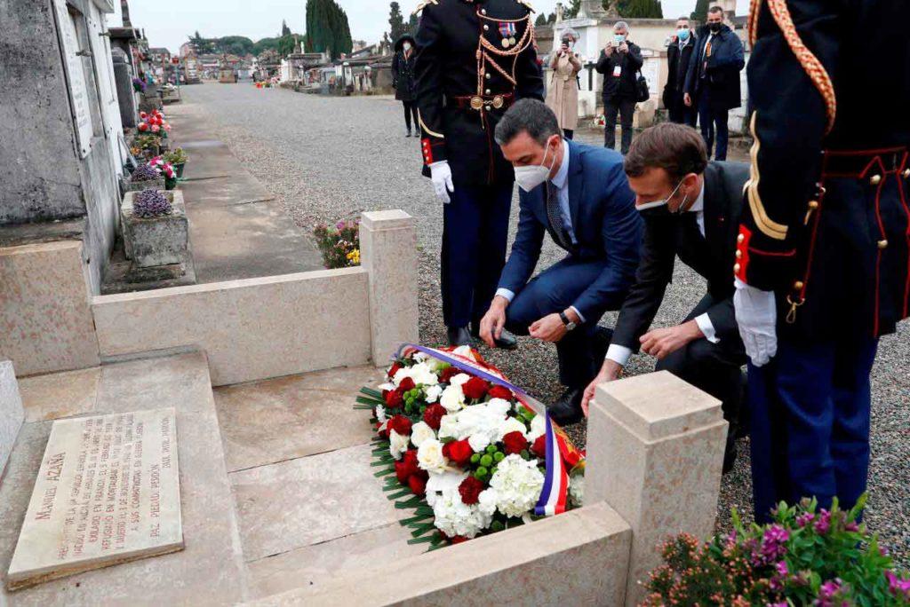 Pedro Sánchez y Emmanuel Macron realizaron una ofrenda floral ante la tumba de Manuel Azaña.