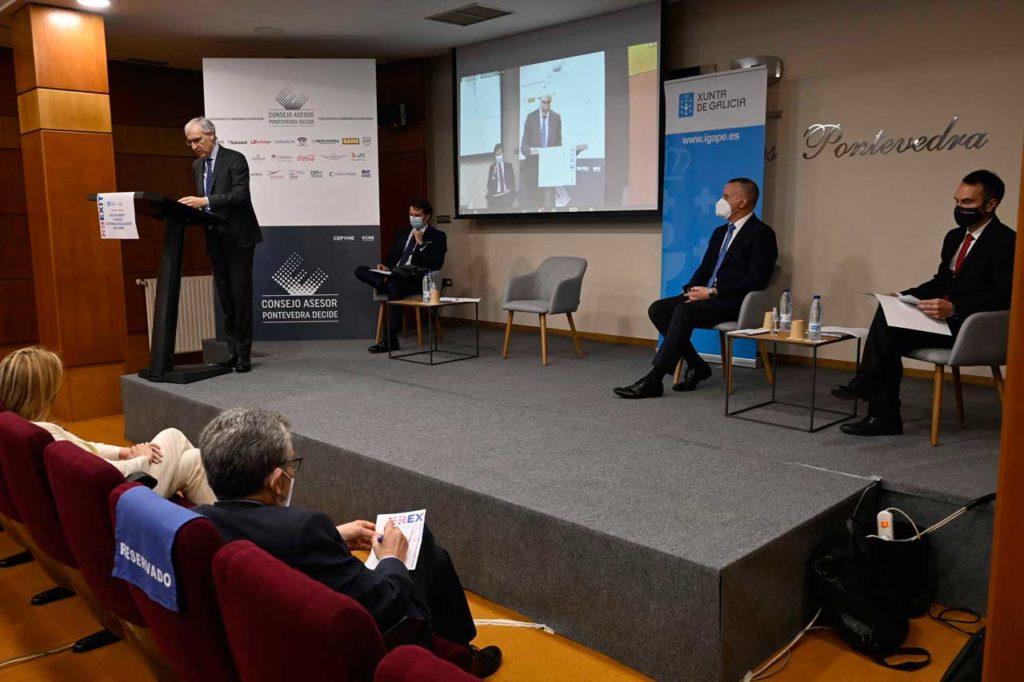 El vicepresidente económico y conselleiro de Economía, Empresa e Innovación, Francisco Conde, durante su participación en un seminario sobre el Brexit organizado por la Confederación de Empresarios de Galicia (CEP) en Vigo.