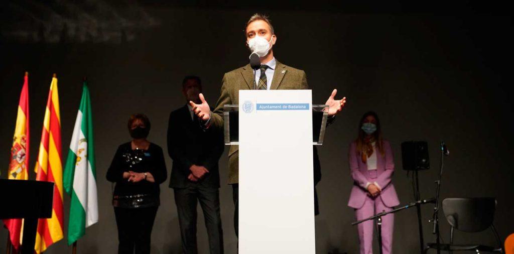 Amós García Hueso durante su intervención en el acto oficial del Día de Andalucía en Badalona.