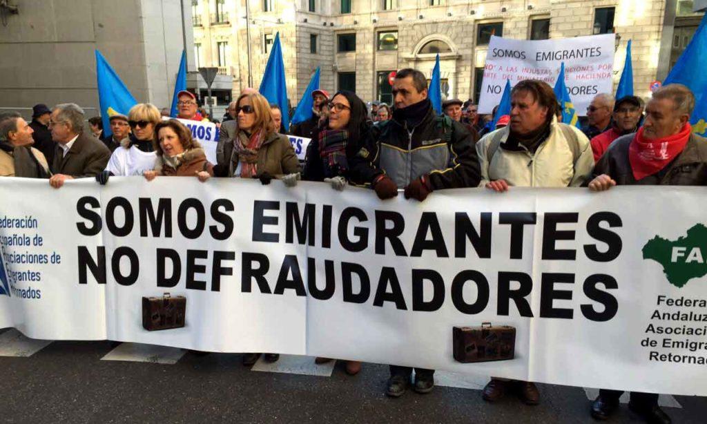 Imagen de archivo de una manifestación de emigrantes retornados contra el trato fiscal que reciben por parte de la Agencia Tributaria.