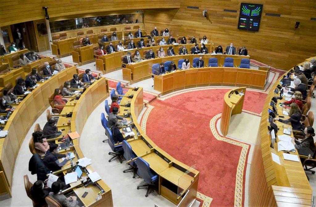 Salón de plenos del Parlamento de Galicia.