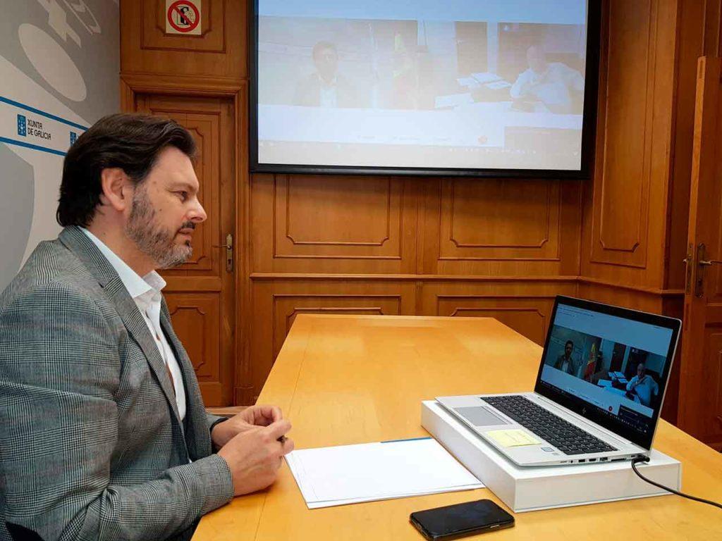 Imagen de la videoconferencia del secretario xeral da Emigración con el presidente de la Casa de Galicia de Montevideo.