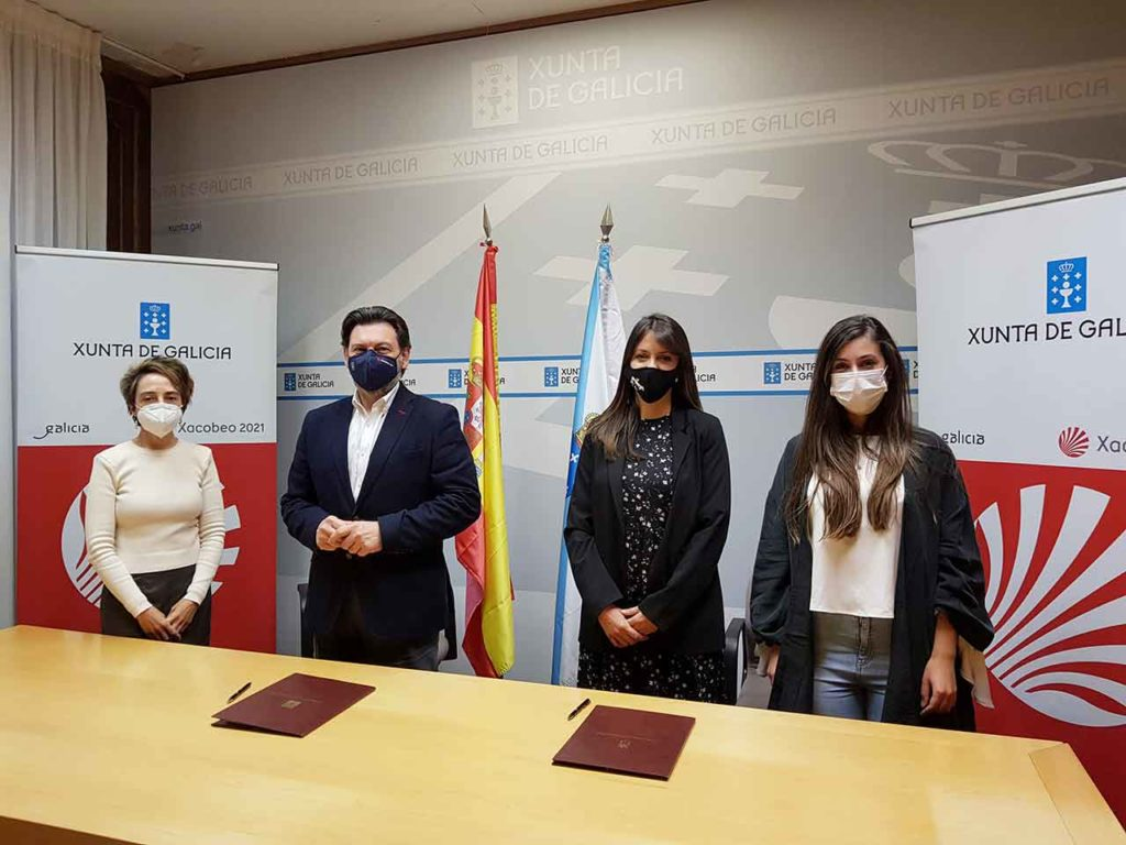 Rodríguez Miranda con las representantes de la Asociación Jóvenes Emigrantes Retornados en Galicia.