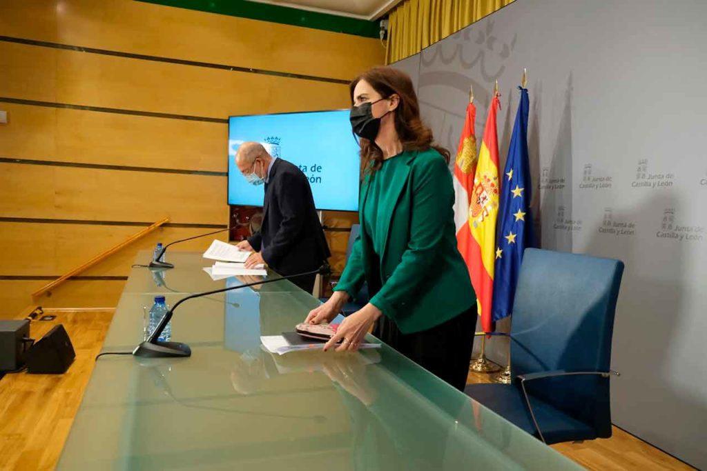 El vicepresidente Francisco Igea y la consejera de Empleo e Industria de la Junta, Ana Carlota Amigo, explicaron los acuerdos del Consejo de Gobierno del 29 de abril.