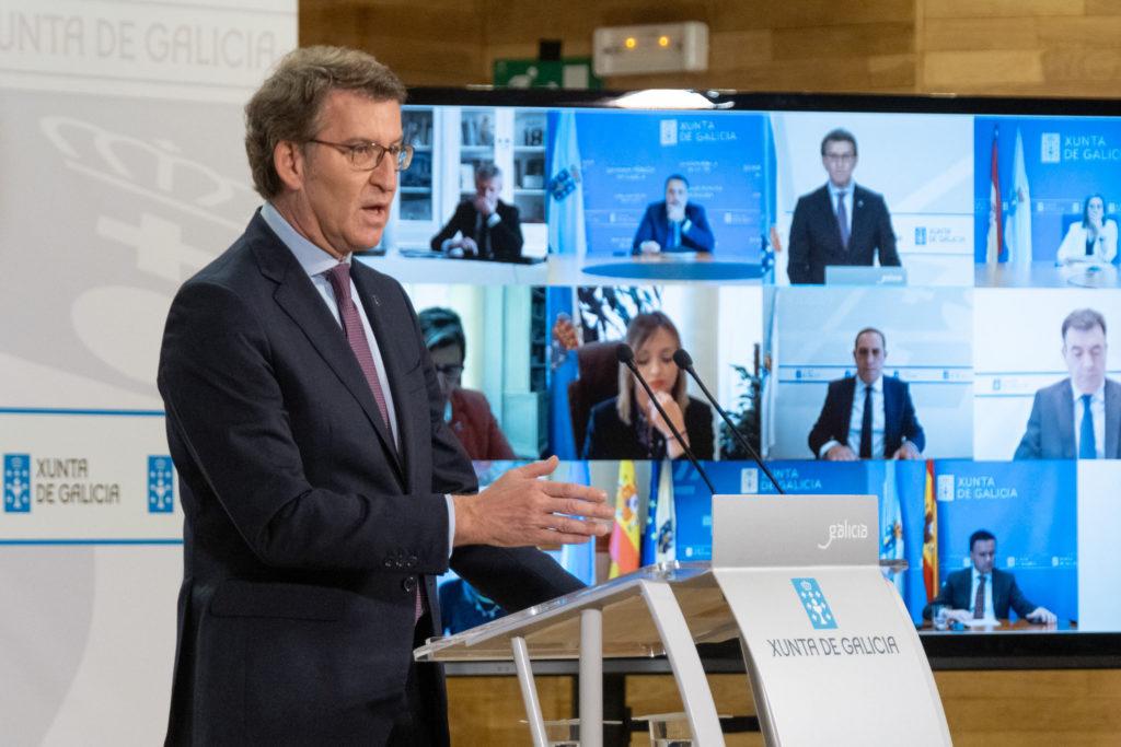 El titular del Gobierno gallego, Alberto Núñez Feijóo, durante la rueda de prensa posterior a la reunión semanal del Consello da Xunta en la que estuvo acompañado por todos los conselleiros por videoconferencia.