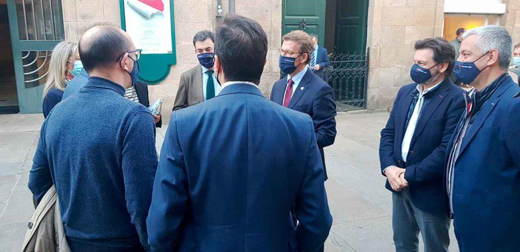 Rodríguez Miranda, segundo por la derecha, junto al presidente de la Xunta, Alberto Núñez Feijóo.