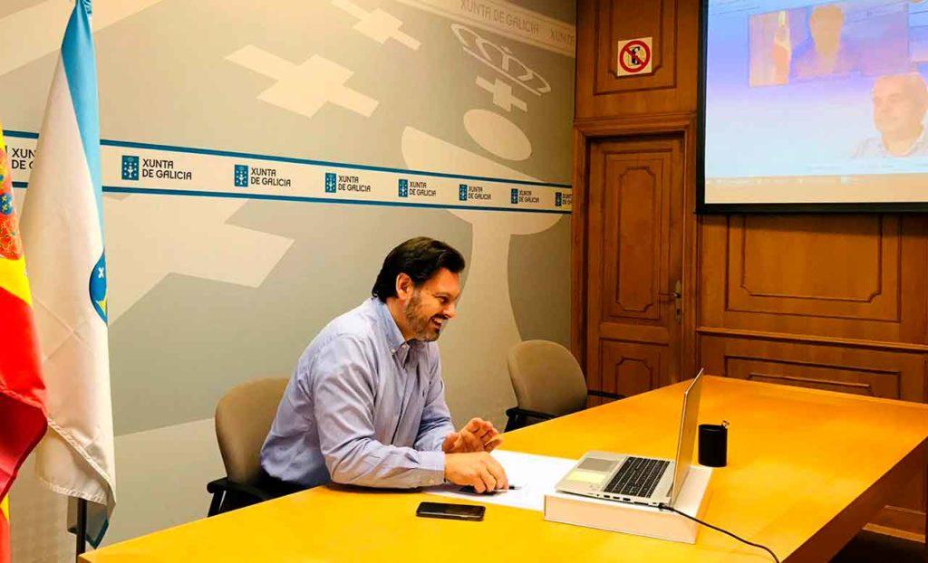 Antonio Rodríguez Miranda, durante la videoconferencia, en la sede de la Secretaría Xeral da Emigración en Santiago de Compostela.