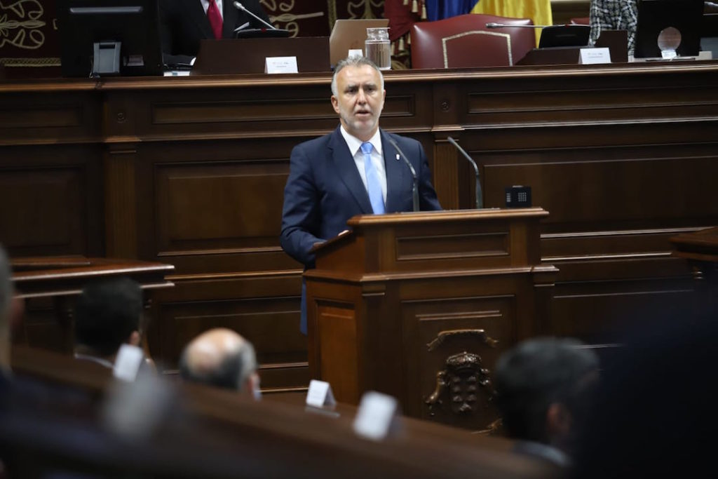 El presidente de Canarias, Ángel Víctor Torres, durante su intervención en el Parlamento.