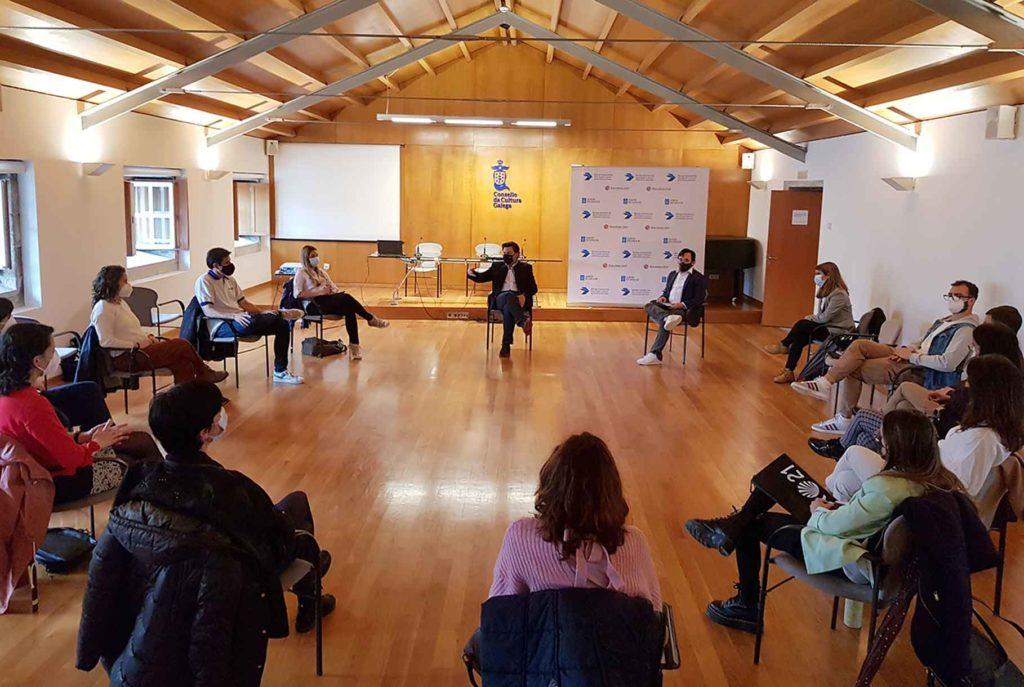 El secretario xeral da Emigración, Antonio Rodríguez, en un reciente encuentro con beneficiarios de las BEME.