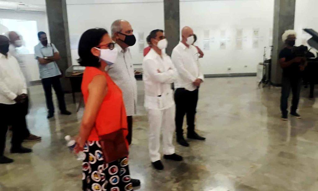 Norma Rodríguez, Alpidio Alonso, Ángel Martín Peccis y Sergio Toledo en la inauguración de la muestra.