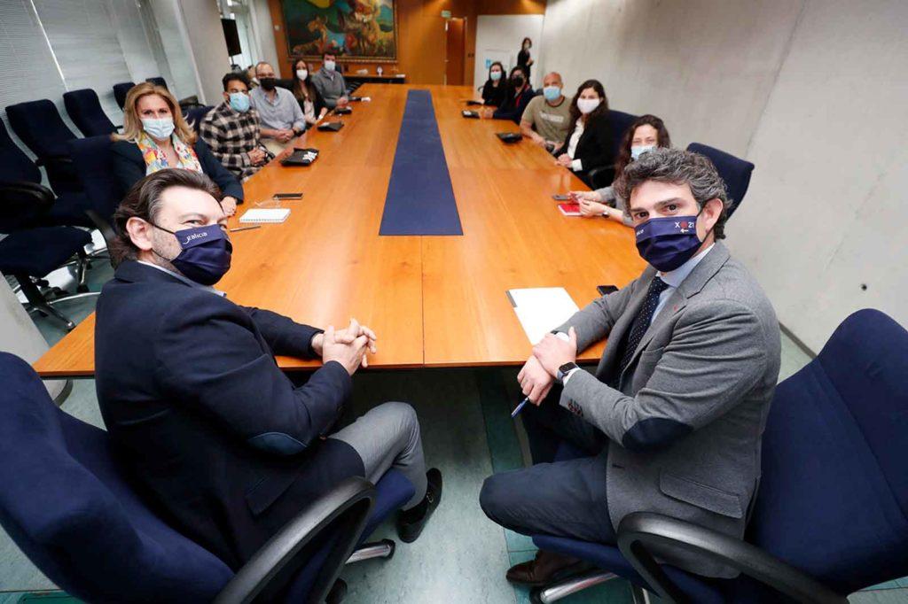 Antonio Rodríguez Miranda y Javier Arias con los becarios BEME en Lugo.