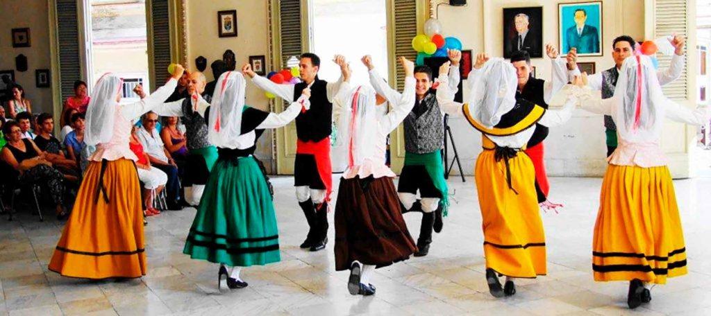 Imagen de la celebración del centenario de la Sociedad Taboada, Chantada y Puerto Marín de La Habana.