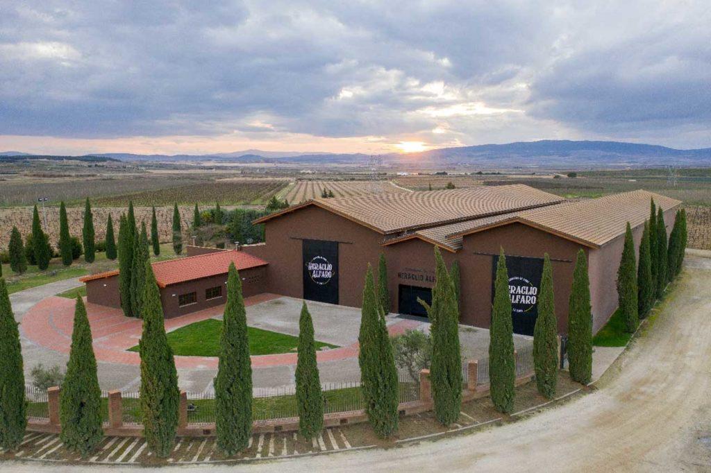 La Compañía de Vinos Heraclio Alfaro, está situada en la zona Oriental de La Rioja, en una finca de 110 hectáreas.