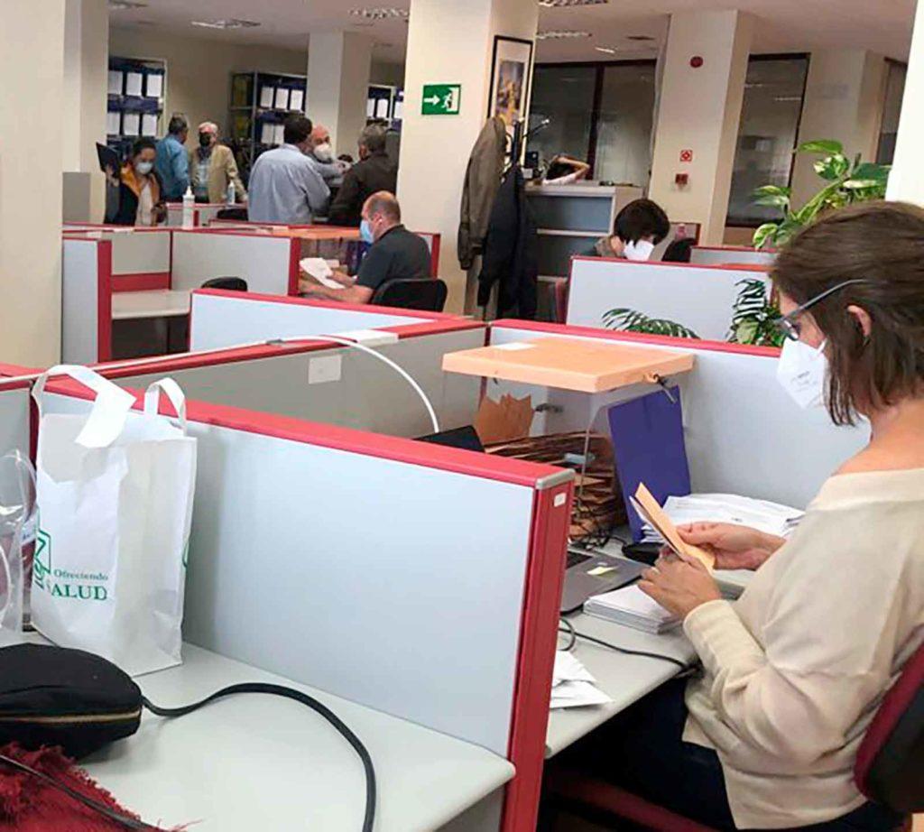 Escrutinio del voto exterior en la Junta Electoral Provincial de Madrid el pasado 7 de mayo.