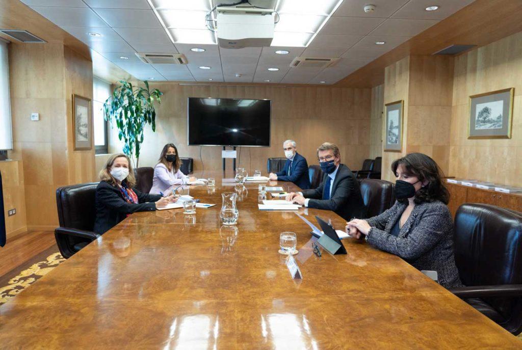 Reunión del presidente Alberto Núñez Feijóo con la ministra Nadia Calviño.