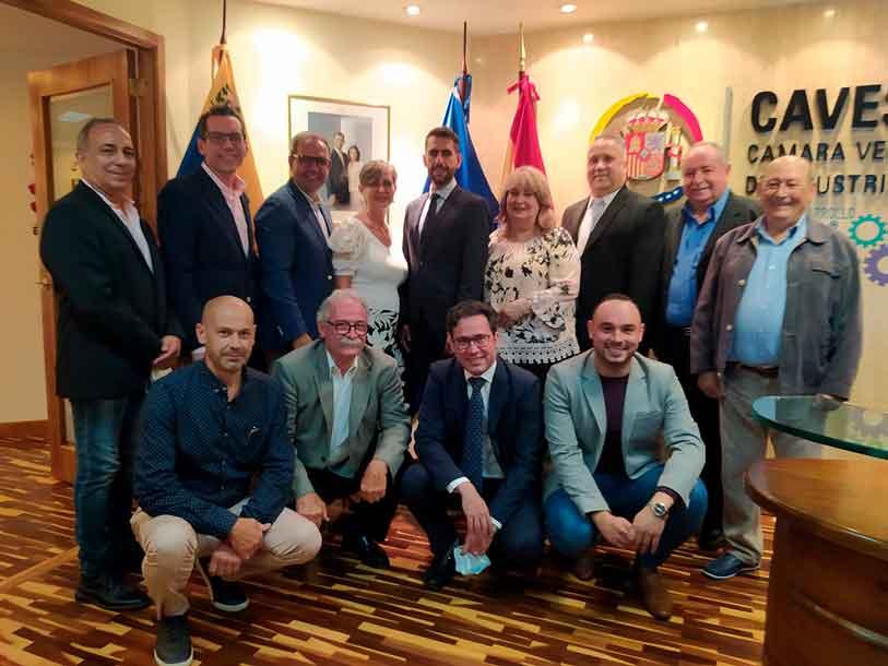 Isabel Jara Noda, en el centro de blanco, con el resto de miembros del CRE de Venezuela.